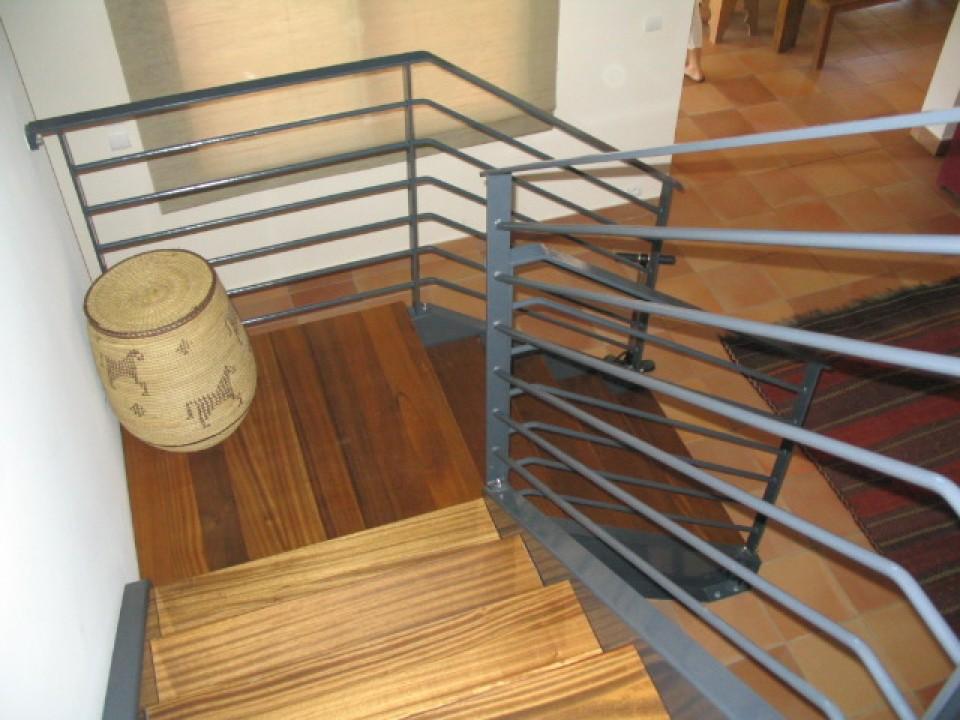 fabricant escalier acier et bois lyon aif creation. Black Bedroom Furniture Sets. Home Design Ideas