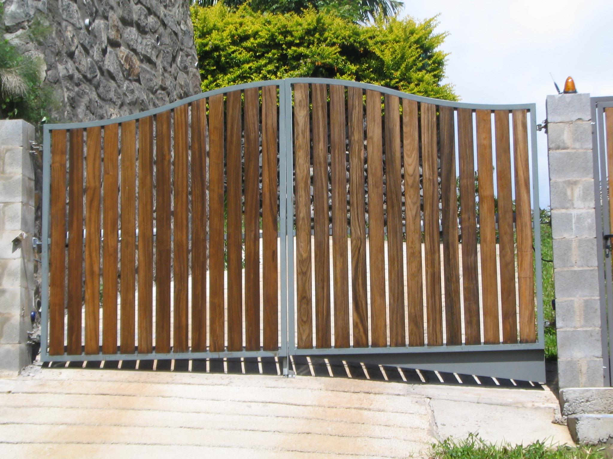 portail bois métal lyon